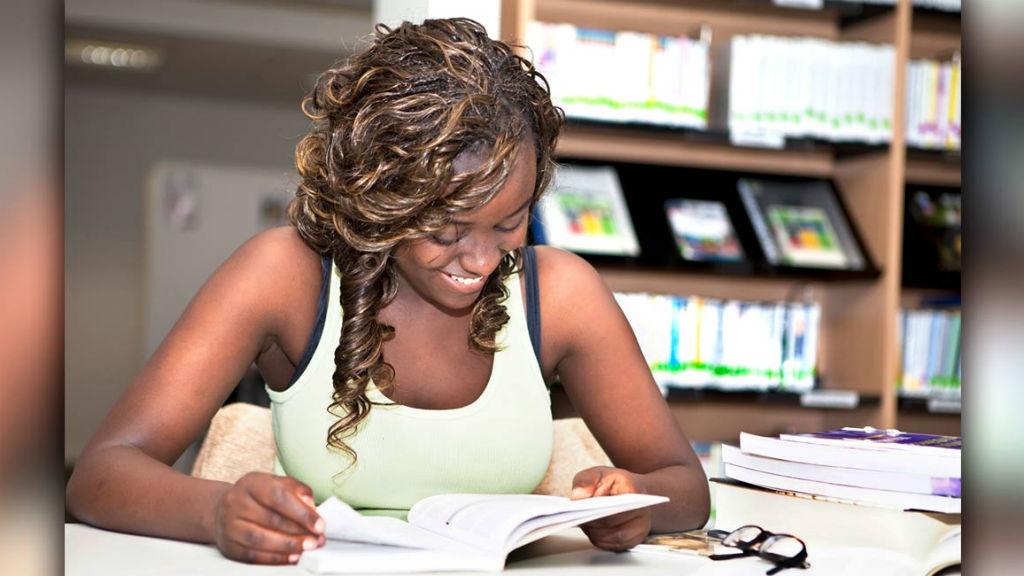 Estudiante beneficiaria de Quiero Estudiar Pacífico