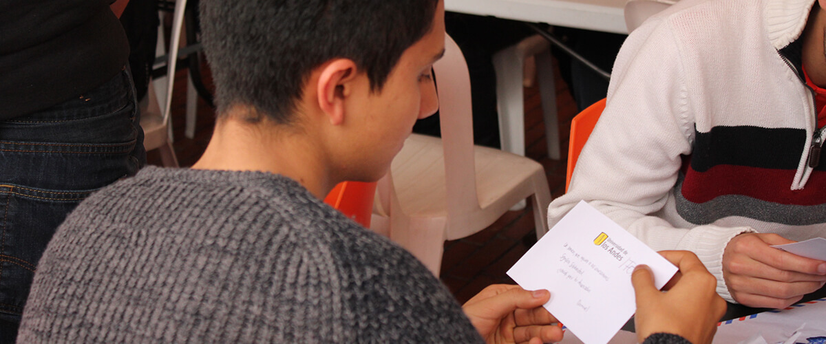 Student reads thank-you letter written by beneficiaries of Fopre.