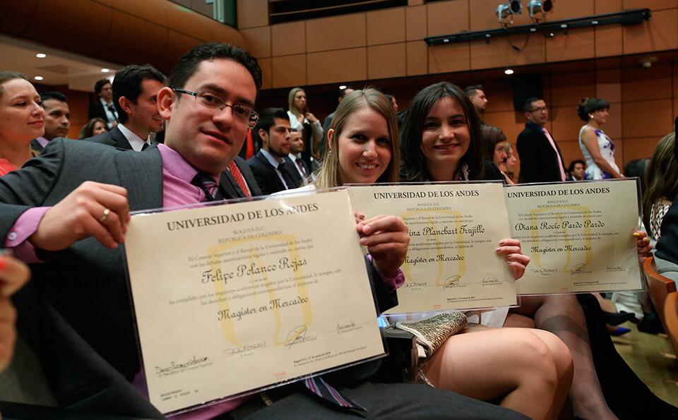 Foto diploma estudiantes posgrados 2016-1