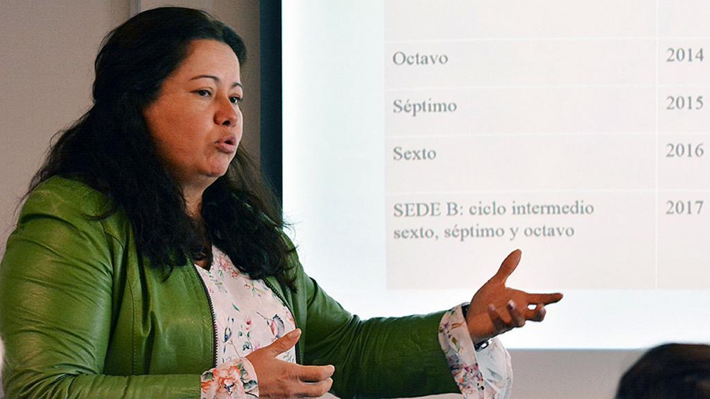 Profesora Martha Jiménez Duarte, de la Normal María Montessori, durante su exposición.