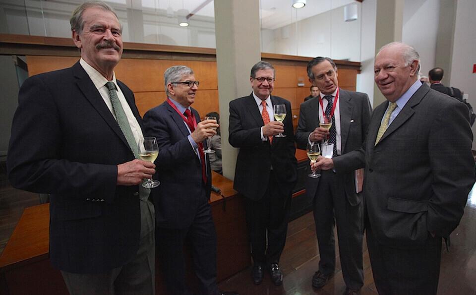reunión de hombres en salón, expresidentes lationoamericanos