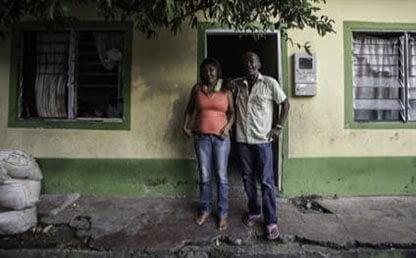 Familia Palacios Campo, frente a su casa en Barrancabermeja