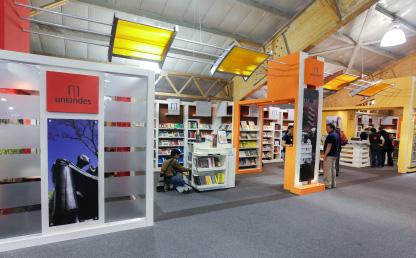 Imagen del stand de Ediciones Uniandes en la Feria del Libro de Bogotá.