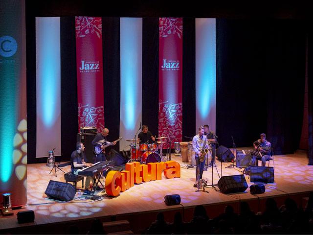 En tarima el grupo musical Siguara Ensamble