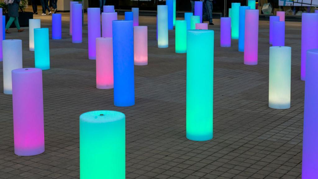 Imagen de instalación artística en plazoleta CityU