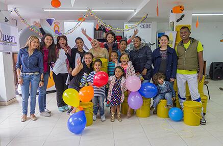 Beneficiarios del fondo Liberando Tiempo con la profesora Ximena Peña