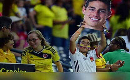 colombia es futbol selección colombia hinchas levantan cartel james falcao