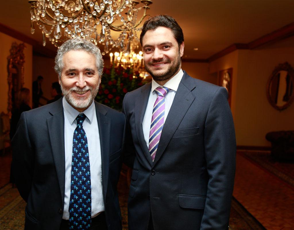 Juan Camilo Cárdenas, decano de la Facultad de Economía y Eduardo Behrenz, Vicerrector de Desarrollo y Egresados de la Universidad de los Andes.