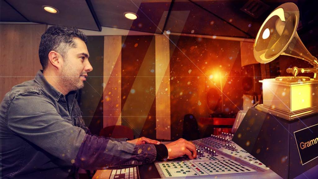 Carlos Arturo Silva Castro, profesor del Departamento de Música de Los Andes, quien participó en la masterización del álbum Ni un paso atrás, de Jorge Celedón, que fue premiado como el mejor álbum de vallenato.