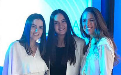 Manuela Bautista, María Vélez y Andrea Miller, estudiantes de la Facultad de Administración, ganaron la competencia Brandstorm 2019 de L'Oreal Colombia.