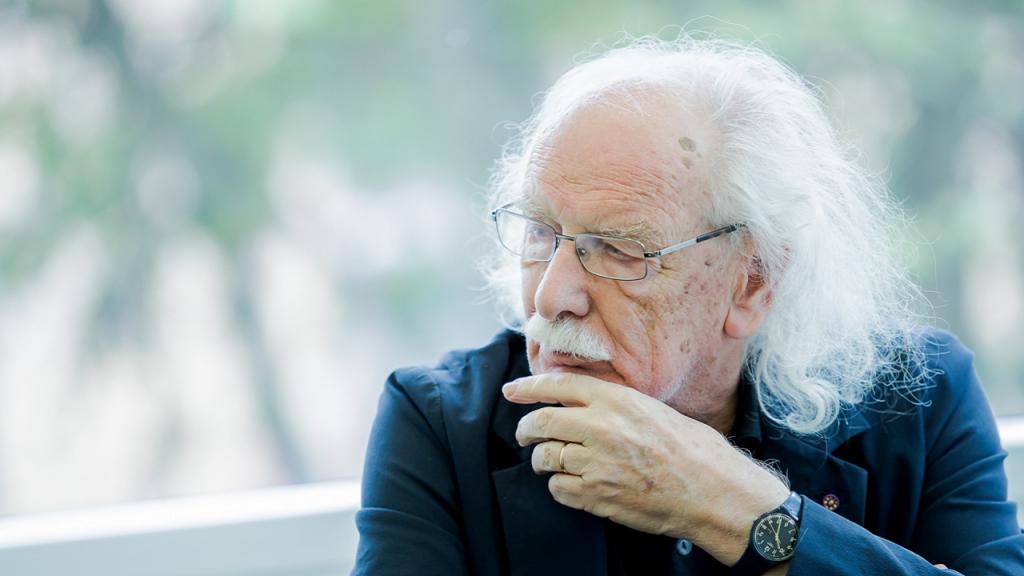 Giacomo Rizzolatti, neurobiólogo italiano, descubridor de las neuronas especular o neuronas espejo.