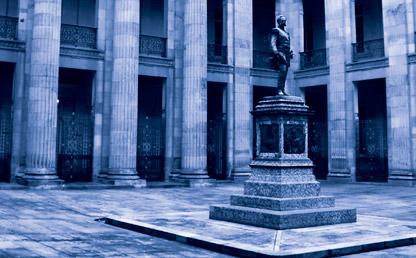 Imagen de una escultura dentro del Congreso de Colombia.