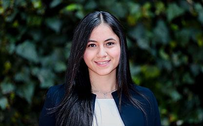Plano medio de Catalina Gómez Caballero, estudiante que recibió la distinción 'summa cum laude' en ceremonia de grados 2017-2.Catalina Gómez Caballero, estudiante que recibió la distinción 'summa cum laude' en ceremonia de grados 2017-2.
