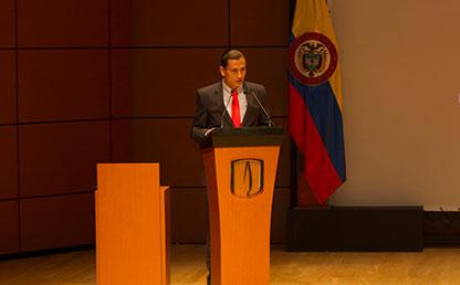 Óscar Iván Quintero ofreciendo discurso
