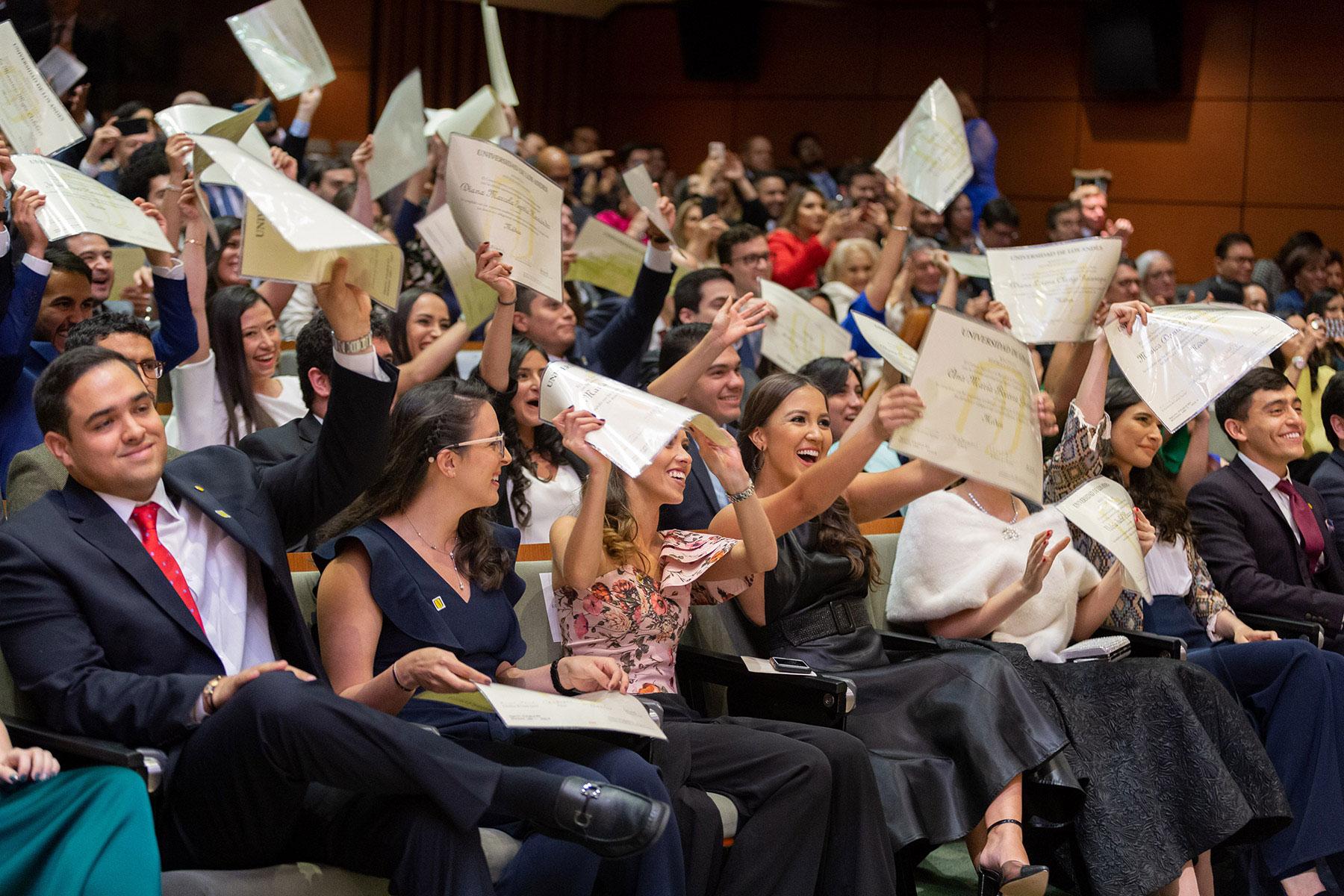 Graduandos en ceremonia de grados de la Facultad de Medicina 2019-2