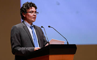 Ministro de Salud y Protección Social, Alejandro Gaviria frente a atril Uniandes