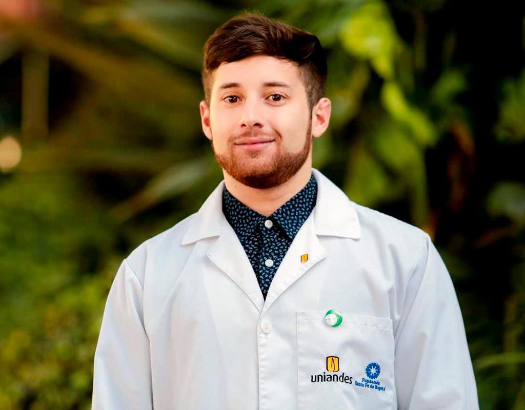 Plano medio de Luis A.Vargas, graduando que recibió la distinción summa cum laude de Medicina en grados 2017-2.