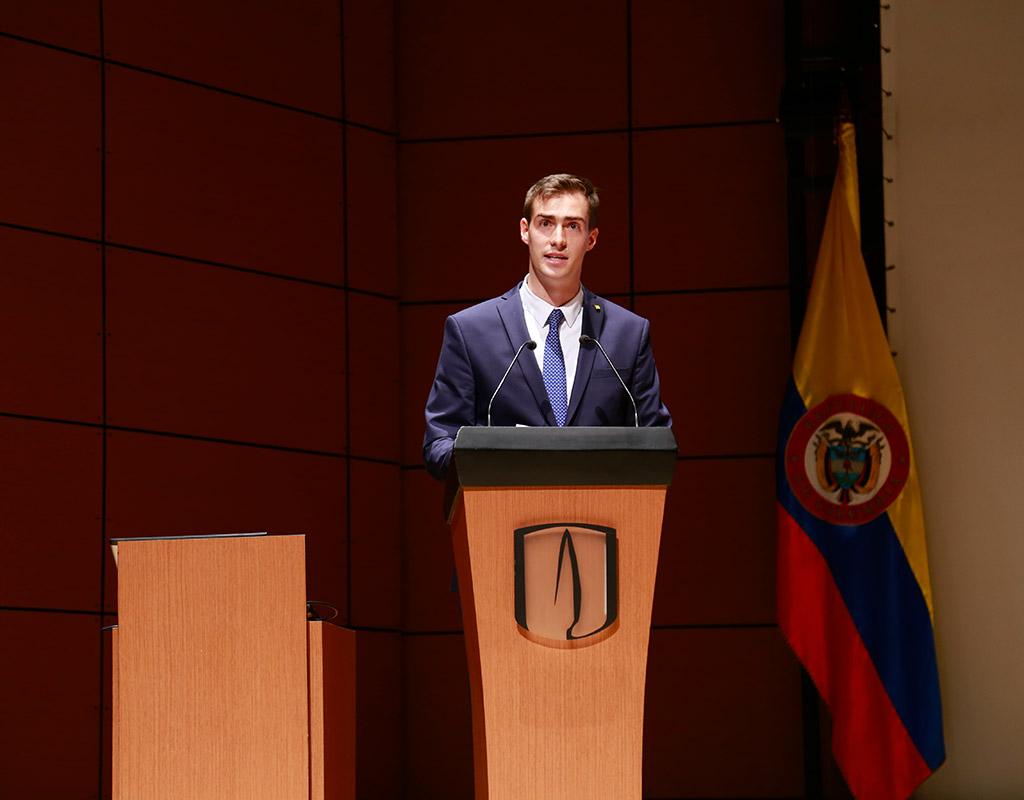 Alejandro Durán ofrece discurso en Uniandes