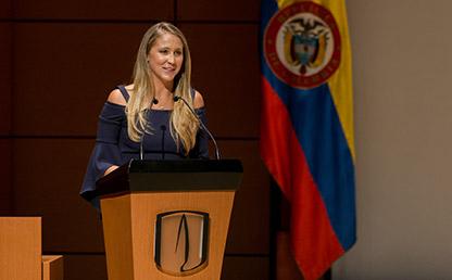 Andrea Naranjo Lozano, graduanda de la Facultad de Medicina,  durante la Ceremonia de grados de Medicina 2018-1.