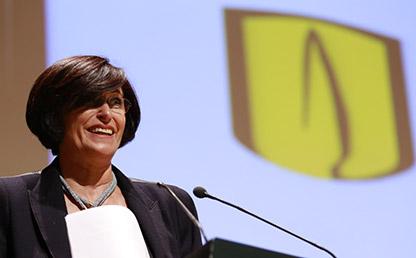 Yolanda Auza Gómez, propietaria de la librería Wilborada 1047, oradora invitada a la ceremonia de grados de posgrado 2017-1, durante su discurso.