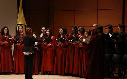 Miembros del Coro de la Universidad de los Andes durante presentación