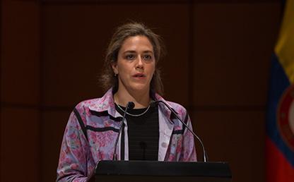 Cristina Vélez Valencia durante su discurso de grado 2017-2