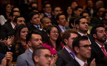 Foto de asistentes a ceremonia de grados