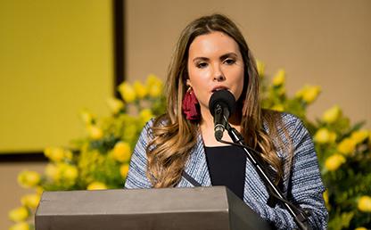 Catalina Suso Jiménez, graduanda uniandina, ofrece discurso de grado