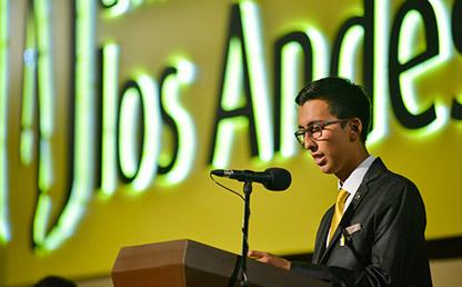 Sergio Yodeb Velásquez Yepes en ceremonia de grado de la Universidad de los Andes