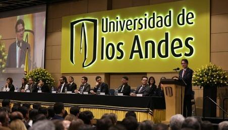Foto del rector durante el discurso