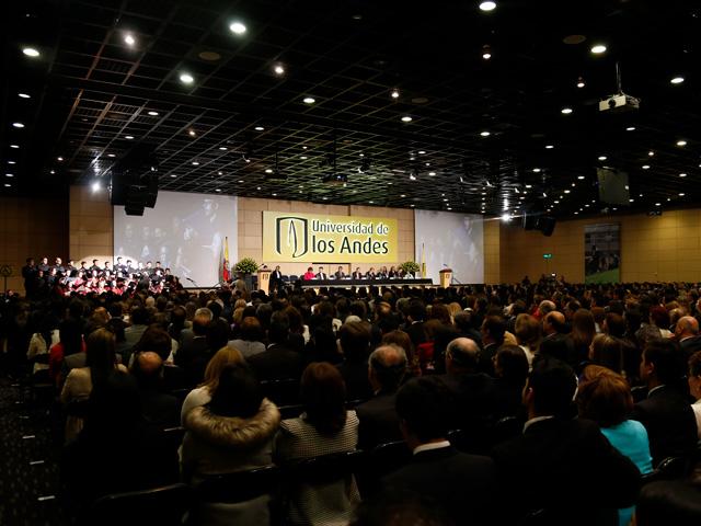 Vista general del salón de ceremonias para grados Uniandes