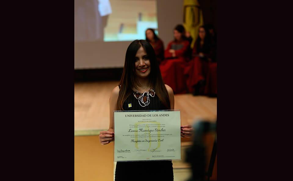 Foto graduada posgrados 2016-1