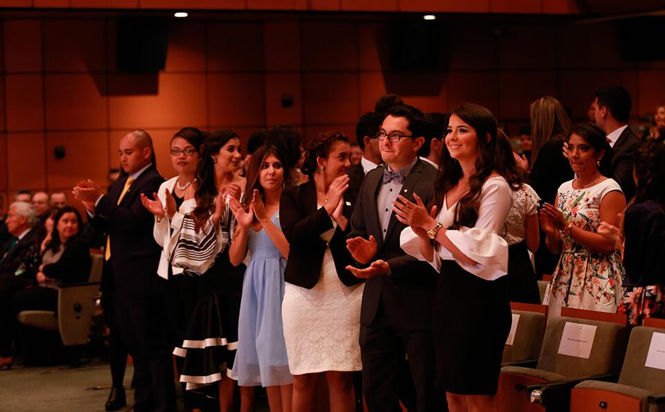 Foto graduandos medicina 2016-2 aplauden