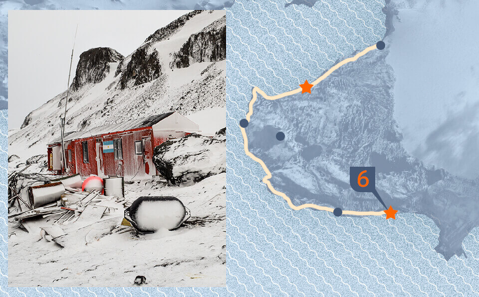 Graphic with map indicating point of the photo that accompanies the image, in it is seen an expedition base in the Antarctica