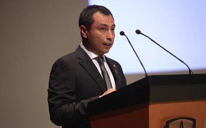 Hernando Bayona Rodriguez graduando doctorado economia