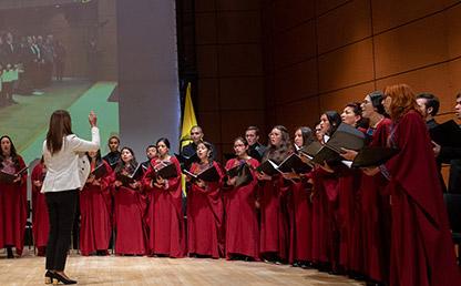Coro uniandes interpreta el Himno de la Universidad de los Andes en ceremonia de grados de Medicina 2019-2