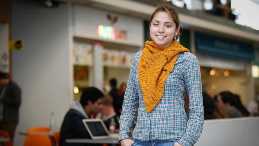 Gracias a este apoyo, Wendy ha logrado adelantar sus estudios con un promedio de 4,2 sin preocuparse por materiales, transporte o alimentación.