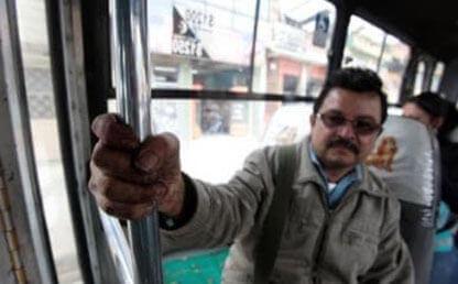 Hombre bus bogota