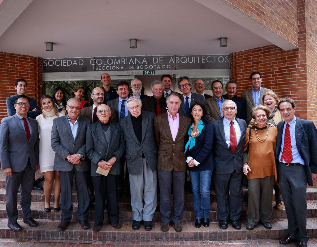 Retrato grupo de asistentes al homenaje de arquitectos