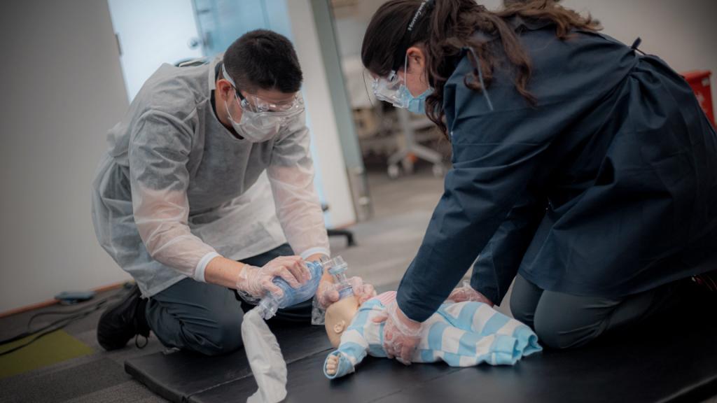 Estudiantes de la Facultad de Medicina en el Hospital Simulado William Osler