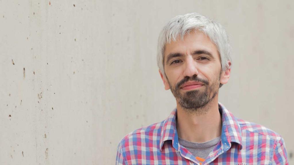 Es egresado de Matemáticas de la Universidad de los Andes. En 2002 cursó un doctorado en la Universidad de Cornell. Estudio Economía, pero se retiró para dedicarse a las matemáticas.