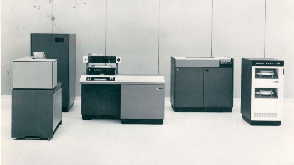 Computador IBM 1130. Laboratorio de Ingeniería Electrónica, Universidad de los Andes. Década de los 60 - 70.