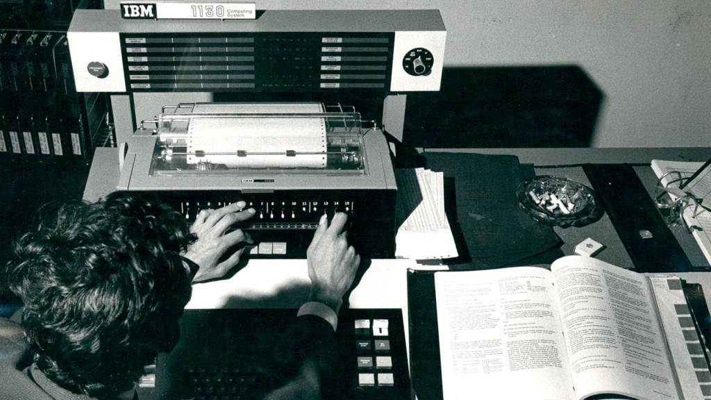 Computador IBM 1130. Laboratorio de Ingeniería Electrónica, Universidad de los Andes. Década de los 60 - 70
