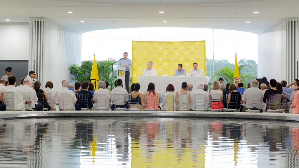 Panel principal en la inauguración de la Sede Caribe de la Universidad de los Andes.