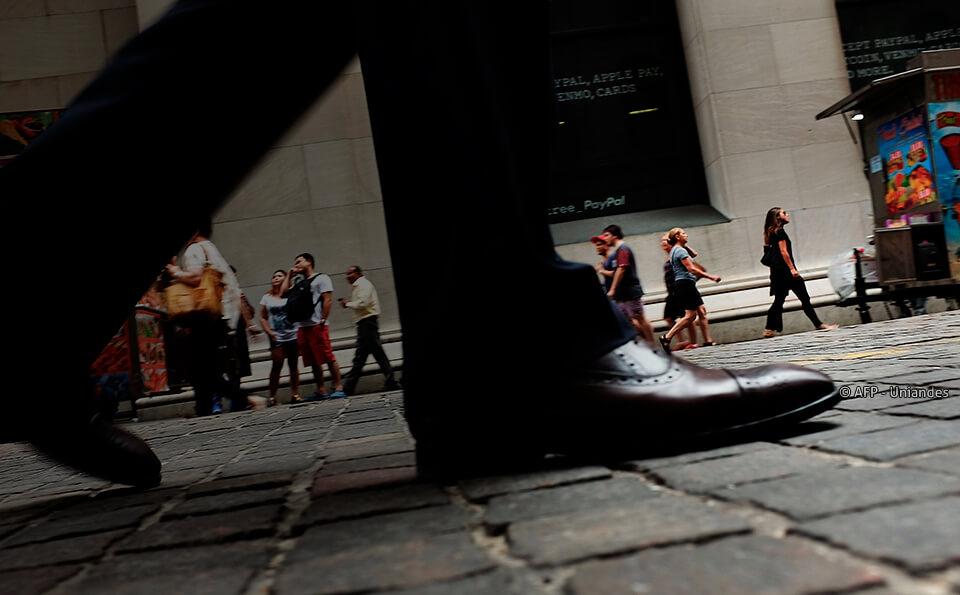 foto de zapatos en calle