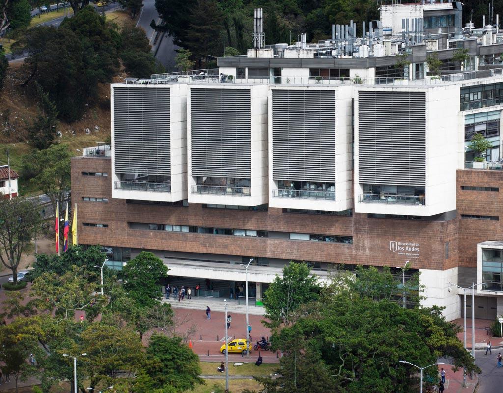 Imagen del edificio Mario Laserna, de la Universidad de los Andes.