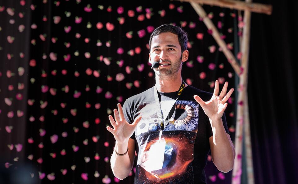 Jason Silva, presentador juegos mentales