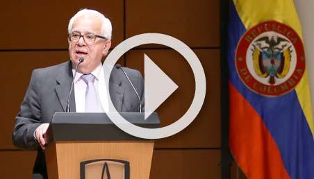 Foto de Javier Serrano, profesor emérito de Uniandes