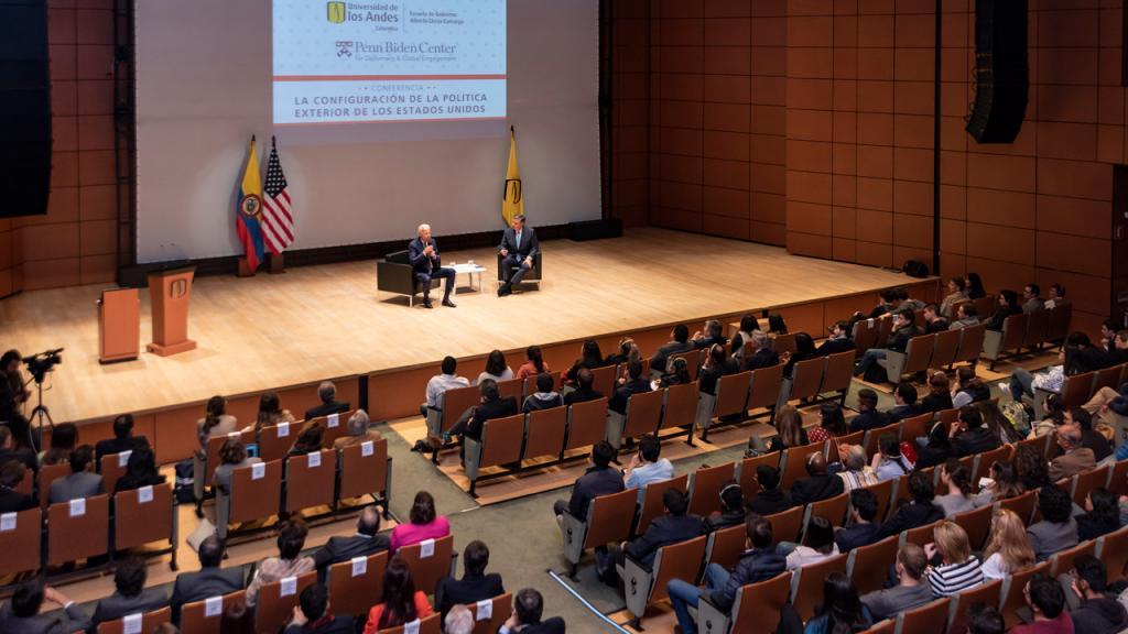 Imagen del auditorio ML de Los Andes durante la visita de Joe Biden a Colombia.