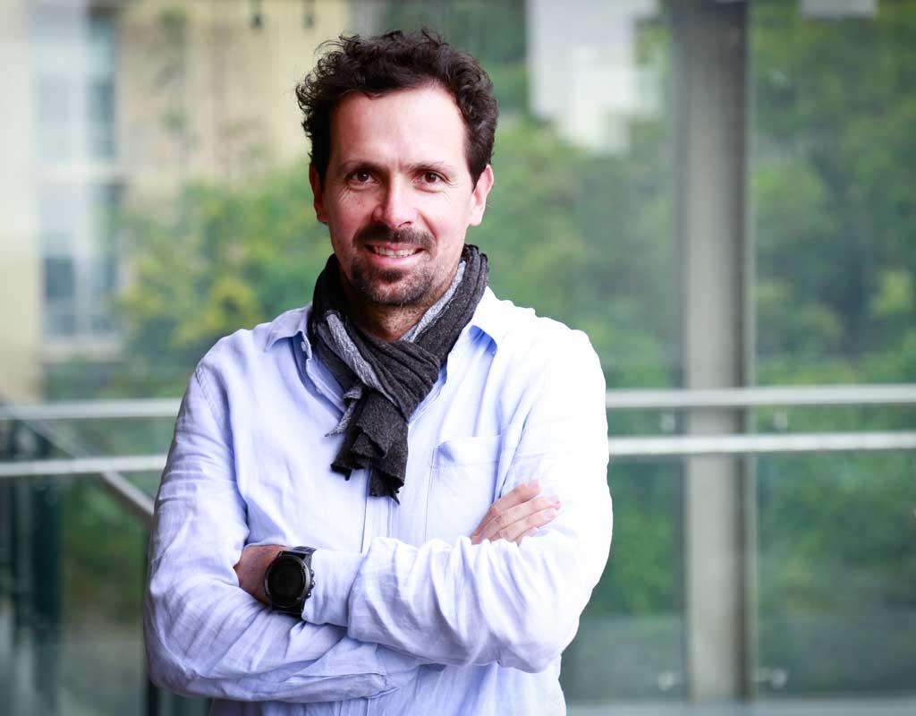 El ingeniero civil y biólogo fue nombrado director de Ingeniería Biomédica.